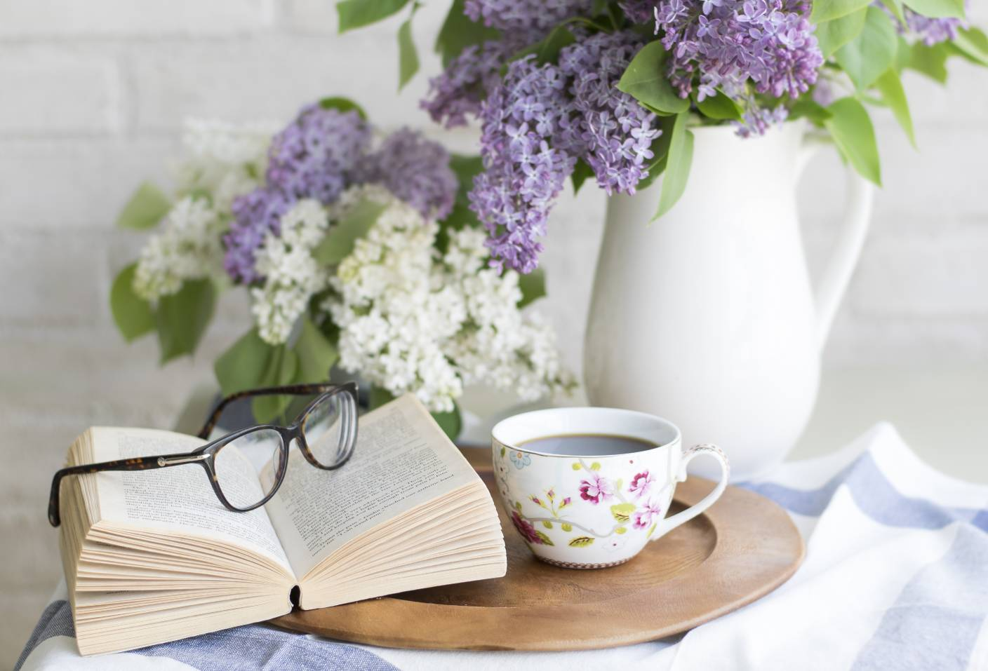 coffee-book-reading-glasses